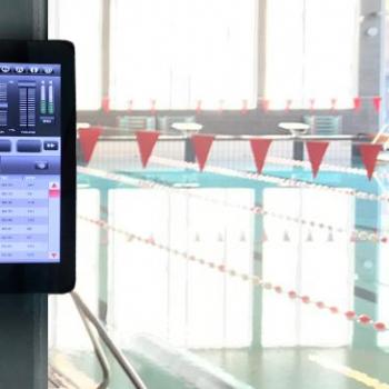 DDJ All-in-One muziekcomputer in zwembad Het Marnix